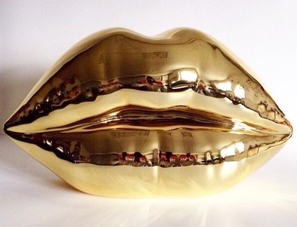 NiCa_Kiss (gold)_2014_27,5x50x13,5cm_Aluminiumguss
